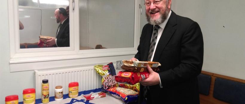Chief Rabbi Mirvis donates Israeli products