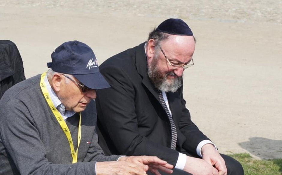 Holocaust survivor Chaim Olmer recounts his experience to the Chief Rabbi