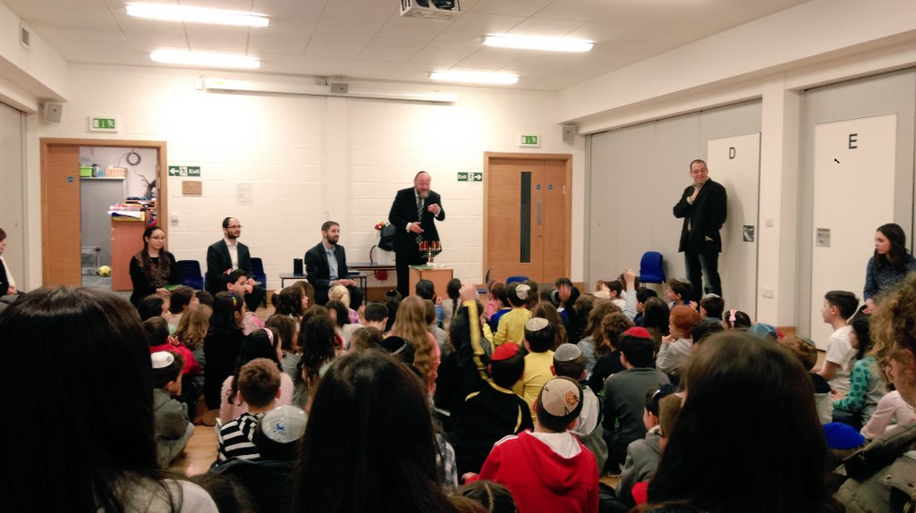 Chief Rabbi Mirvis talks to Cheder students