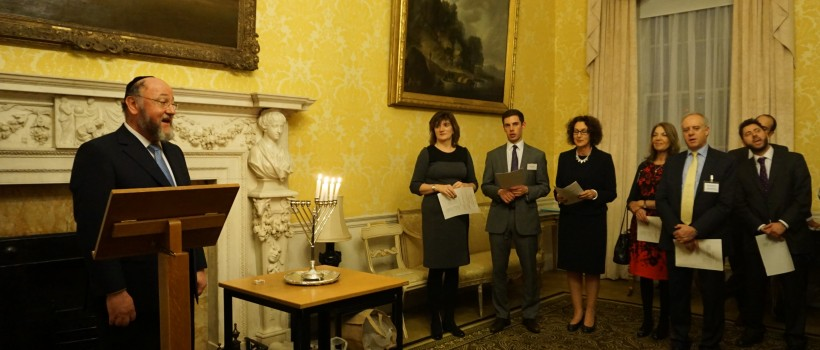 The Chief Rabbi addresses the gathering in Admiralty House before lighting the Chanukiah