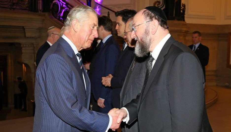 Chief Rabbi Mirvis meets the Prince of Wales at a reception before the ceremony