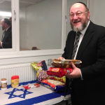 Chief Rabbi Mirvis donates Israeli products